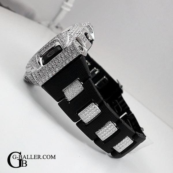 ベルトコマまでダイヤカスタムを施したモデル。