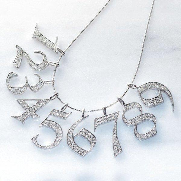 天然ダイヤを使用したナンバーネックレスです。