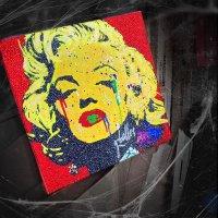 マリリンモンロー スワロフスキーアート フルオーダー カスタムペイント&スワロフスキーカスタム ストリートアート 製作実績 アートパネル MarilynMonroe StreetArt