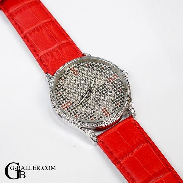 切れてしまった時計ベルトを修理し、新品に交換致します。