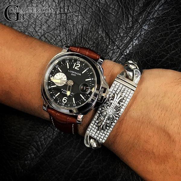 ブランド時計との相性も良いオススメアイテム。