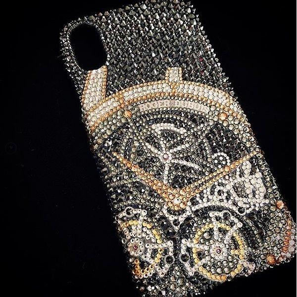 デコオーダー ロジェデュブイの時計をデザインしたスマホデコになります