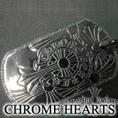 クロムハーツのゴッドハンド ドッグタグにダイヤモンドがセッティングされたアイテム。