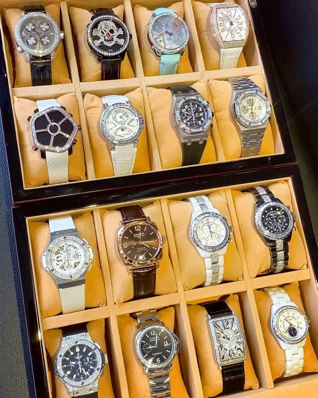 ダイヤ時計を多数販売してます。