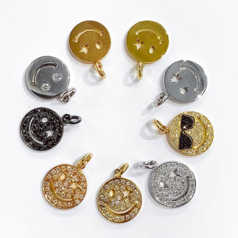 スマイルネックレスはダイヤ付とプレーンのどちらもご用意してます。