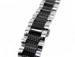 アクアノウティック 純正ベルトにダイヤをカスタム致します。